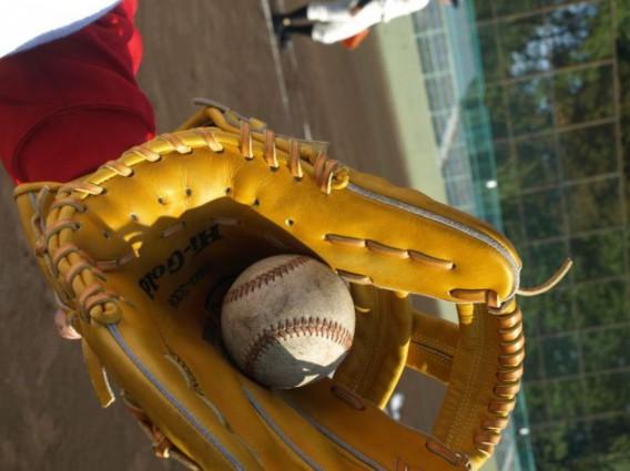 野球少年のオスグットひざ痛